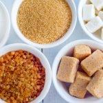 Aufnahme von Schüssel mit verschiedenen Zuckersorten