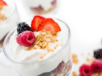 Beeren-Haferflocken-Joghurt